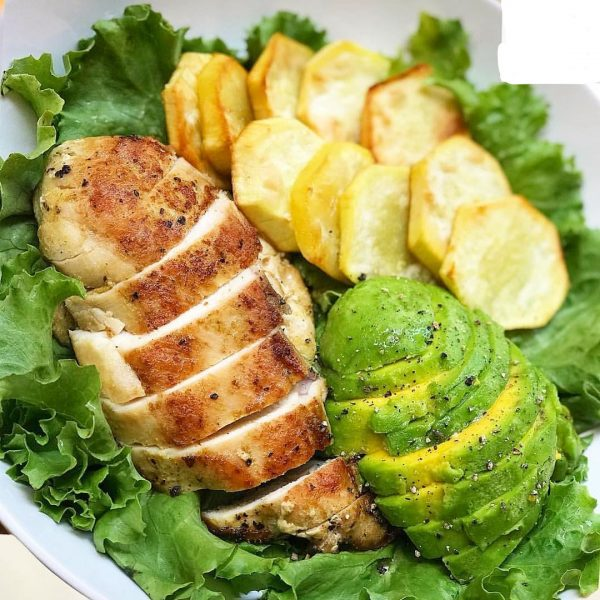 chicken breast dressed in avocado and potatoes
